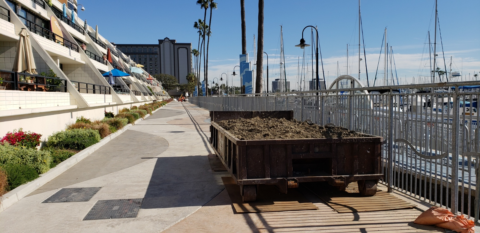 Dirt dumpster rental in Marina Del Rey